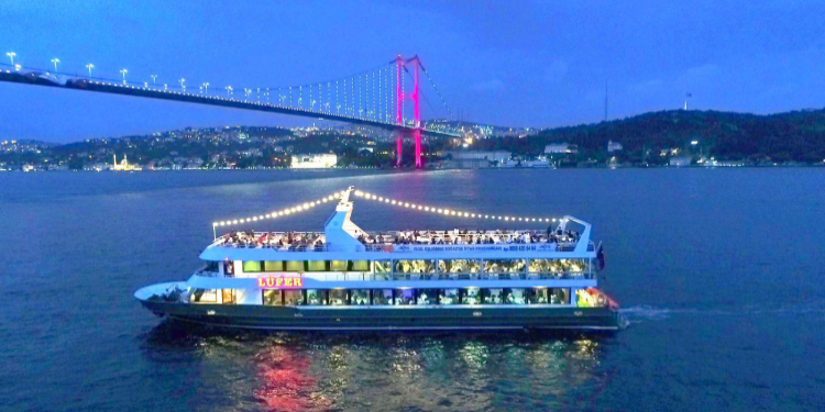 Bosphorus Tours with 5 Star Restaurant Service